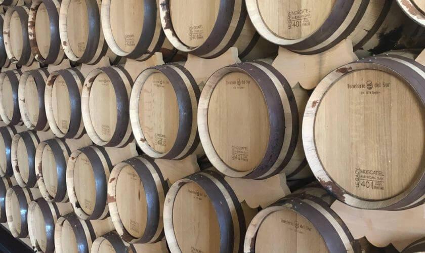 Whiskytunnor i lång rad